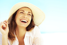 Summer woman smiling in beach hat